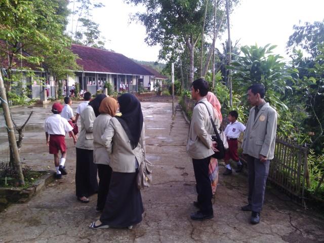 hari pertama 'masuk sekolah'