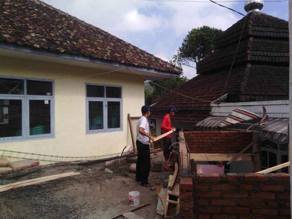 kerjabakti atap masjid