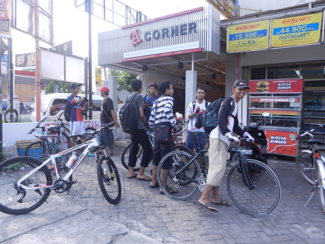 meeting point #2 : indomaret jalan godean